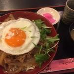 さくら草 - 料理写真:♪豚スタミナ丼(目玉焼き付)¥650