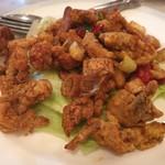 シンガポール海南鶏飯 水道橋店 - 鶏肉のカレーリーフ炒め 800円