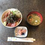 Cafe おひさま - 料理写真:マグロ漬け丼¥800 (味噌汁・ガリ付き)