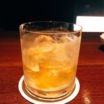 Bar Crear - ラスティネイルを頼んだらボウモアにオールドパーをフロート、アンゴスチュラビターズひとふり、そしてドランビュイ。見識だねぇ。