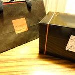 8712885 - 袋と箱です。