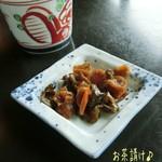 天満沢 - 山菜天ぷら(1100)、わさびのおしたし(500)、ざるそば(1枚/650円)は1人2枚が標準と言われて3人分の6枚頼む♪