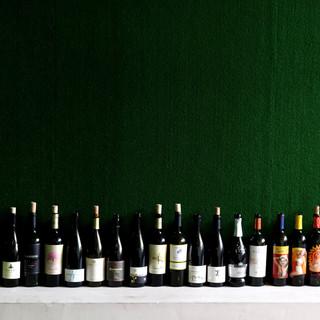 ビールやハイボール、ワインなど<50種類>のドリンクと共に。
