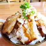 えびす家 - 料理写真:二種のチャーシュー丼 ¥750