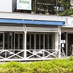 ラ・パットーラ - お店の前面がテラス席になっています。