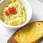 ラ・パットーラ - ランチセットのサラダとパンです。