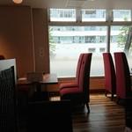 カフェ アンド レストラン オーガリ - 明るめの店内