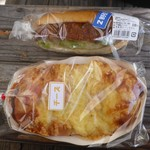 高原のパンやさん - 料理写真:コロッケサンドとチーズパン