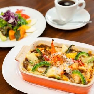 お好きなメインと豊富な野菜でボリューム満点ランチ!!
