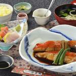 網元料理 徳造丸 - 金目鯛煮魚大漁膳