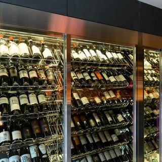 100種類を超える上質なワインを2900円均一で味わえます