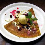 ブレッツカフェ エクスプレス - グリオットチェリーとチョコレートのクレープ