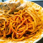 麺屋 歩夢 - 辛玉&ラー油により赤く染まる麺。