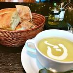 87142749 - セットのスープは冷たいポタージュ!  食べ放題のバゲットとフォカッチャは美味しすぎる❤️