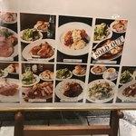 87142753 - 食べログでは、ローストビーフが人気みたいですが、チキンカツがあちらこちらで、メチャクチャ美味しそうでした(^○^)