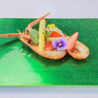 三河湾産の魚介類をふんだんに使用したコース<天然赤座海老>