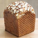クルミと蜂蜜の食パン