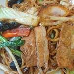 れんげ食堂Toshu - れんげ食堂 Toshu 板橋仲宿店 中華屋さんのソース焼きそばに使われるたっぷりんこの豚肉・キャベツ・モヤシ・木耳・ニンジン・韮