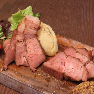 地元産にこだわった自慢の氷温熟成肉