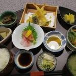 魚安 - 平日ランチ(1000円)