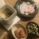 87155442 - 生姜と鶏の煮こごり 小松菜としめじの炊いたん                       自家製ローストポーク 茶碗蒸し