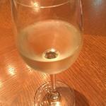 洋食 キッチン大宮 - 純白のオムライスに甲州(白)というのはいかがですか?