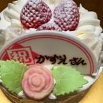 不二家 - 料理写真:ロウソク抜いてしまい穴だらけ。75歳のバースデーケーキ