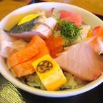 マルトモ水産 鮮魚市場 - 海鮮丼 1380円