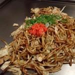 神戸鉄板 長田いっしん - ぶた焼きそば!ソース甘目?印象。刻み紅ショウガが新鮮!
