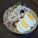 JiJi - ミートスパに付くサラダ