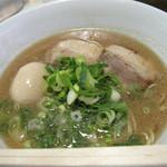 将丸 - コチラでは、ラーメン=LA-麺というイカした呼称になってます。白LA-麺550円。+100円で半熟煮玉子。