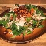 ALOHA TABLE - 「パクチーと蒸し鶏のチャイニーズサラダ」490円