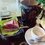 87161684 - チーズケーキとフレンチプレスのコーヒー