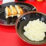 王道家 - 餃子セット(150円)
