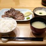 87162924 - 牛たんとろろ定食 1350円