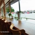 Cafe花しるべ - 窓の外は渡月橋