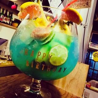 【誕生日特典】インパクト大のトロピカルフルーツジュース誕生日