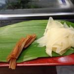 日乃出寿し - 料理写真:生姜の甘酢とかんぴょう