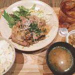 チャムアパートメント - 豚肩ロース生姜焼き定食