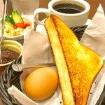 87178840 - 「ブレンドコーヒー」(390円)+モーニングサービス(0円)+「小倉」(100円)。