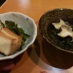 活魚卸直営の店 ニュー魚バカ三太郎 - 前菜 豆腐の燻製は大好きだけど、仕上がりはお店によるんですね…
