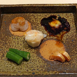 87184925 - つまみ5種盛り  オクラの浅漬け、たらこのわさび漬け、里芋の蟹餡掛け、白海老の酒盗かけ、蛸の柔らか煮