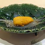 鮨 青海 - 噴火湾の白魚 雲丹のせ