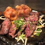 もつ福 - 牛ハラミステーキ・鶏唐揚げ定食 890円。