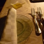 ヒカリヤ ニシ - テーブルセッティング。