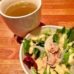 87190731 - サラダとスープ