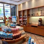 ドトールコーヒーショップ - 物販コーナーもゆったりしています