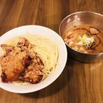 つけ麺 ラーメン ヤゴト55 - 当店看板メニュー唐揚げつけ麺