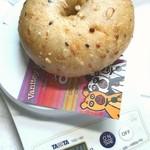 87196472 - ライ麦五穀ベーグル。計量