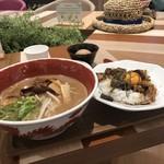 徳島ラーメン 麺王 - Aセット
